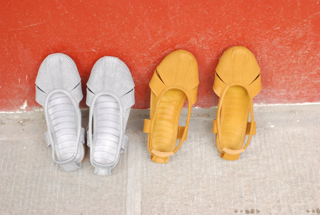 Photo of Chinese monk shoes outside monastery (Wikipedia)