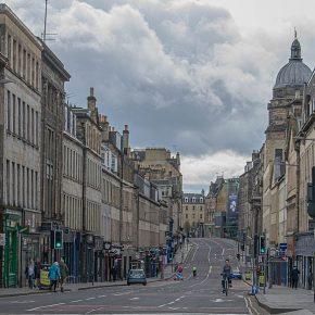 Edinburgh street empty in lockdown (Wikimedia)